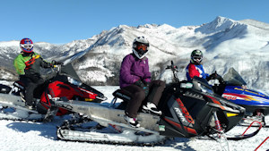 photo-snowmobiling1